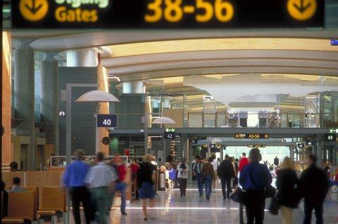 Det er opp mot to timers forsinkelse i flytrafikken på Østlandet fredag ettermiddag.