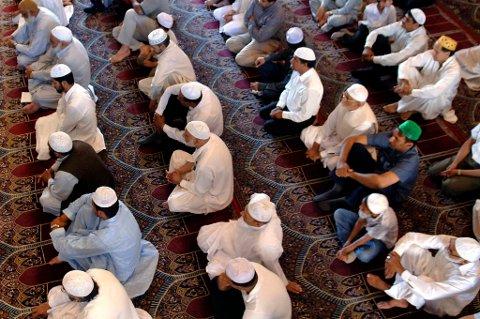 Mobilappen minner muslimene på bønnetider, og teller ned på minuttet til når de kan spise for kvelden.