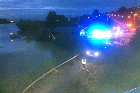 HAVNET I ELVA: Ulykken skjedde like etter Rælingstunnelen. FOTO: RUNE BERNHUS
