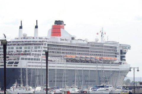Naboer klager på forurensing fra cruiseskip.