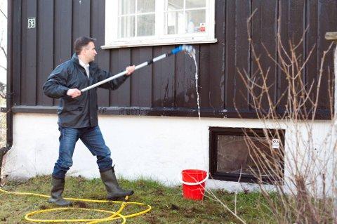 Før du maler huset må det vaskes, men med riktig utstyr behøver ikke det ta så langt tid.