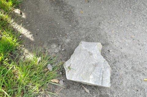 Steinene som haglet over boligfeltet i Hammerfest var 8-10 kg. Foto: Mads A. Bjørkly