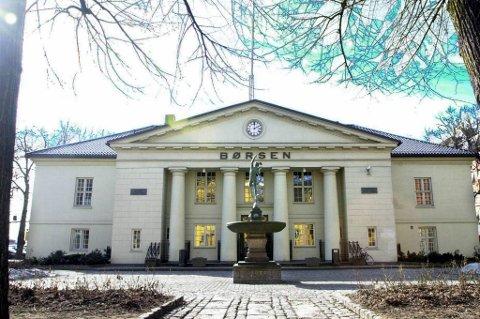 Hovedindeksen på Oslo Børs steg fredag med 2,28 prosent til 427,16 poeng.
