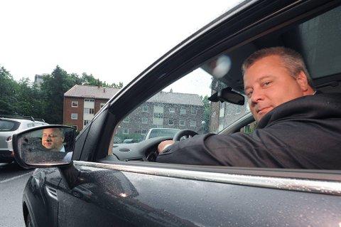 Frps Bård Hoksrud mener det er farligere å være bilist i Norge enn i Sverige.