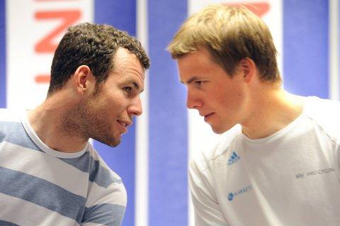 Mark Cavendish skryter av lagkamerat Edvald Boasson Hagen.
