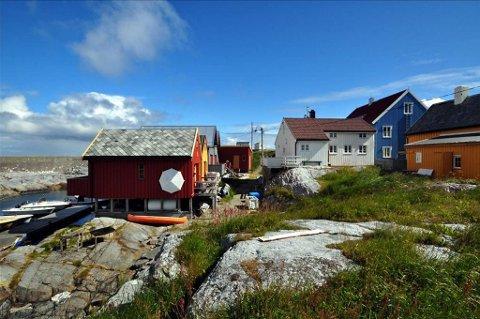 2,15 mill ioner : Den hvite boligen midt på bildet er den første som markedsføres for salg på det åpne markedet på Grip.