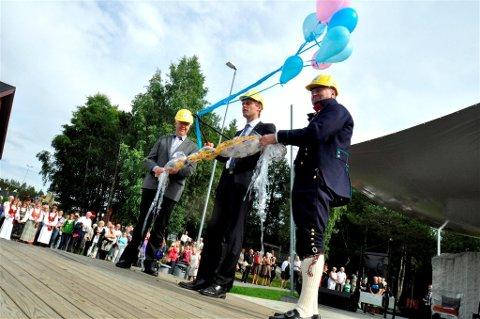 ÅPNING:  Kenneth Teigen, Ola Borten Moe og Ola T. Lånke prøvde å åpnet Rennebumartnan 2012. Foto: Kjell Arne Jørgensen