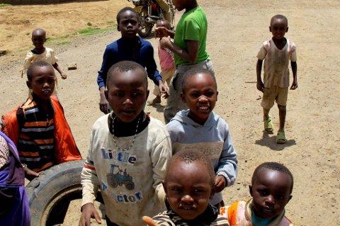 Hjemløse barn på gata i Kenya.