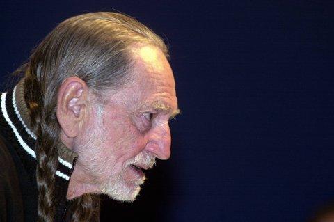 79 år gamle Willie Nelson turnerer for fullt, men måtte i helgen avlyse en konsert på grunn av sykdom.
