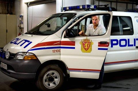 Dette er bilen utrykningsenheten i Vestoppland politidistrikt bruker  når den går. Leder FinnArne Hvalbye kan opplyse at den ikke alltid gjør det. Dessuten er den for svakt motorisert til å frakte dentungt utrustede polititroppen i nødvendig hastighet.
