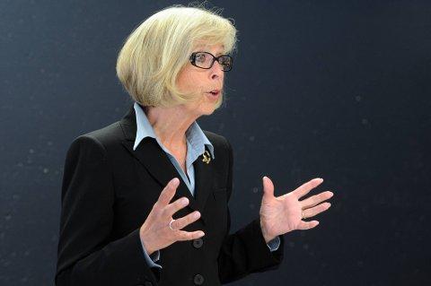 Helseminister Anne-Grete Strøm-Erichsen får kritikk for å ha stoppet stillingsutlysninger ved Ahus.