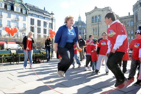 Kanonmålingen for Høyre ville ved et valg betydd partiets beste resultat siden valget i 1909. Bildet er fra Nasjonalforeningen for folkehelsens hoppetaukonkurranse «Hopp for hjertet» i 2010, der Høyres leder Erna Solberg  deltok.