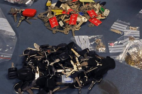 Her er litt av de 15 kilo hus- og bilnøklene politiet beslagla hos den notoriske tyven.