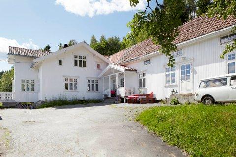 Norges vakreste: Et gammelt landhandleri, som var motorsykkelklubben Bandidos sitt  hovedkvarter i 12 år.