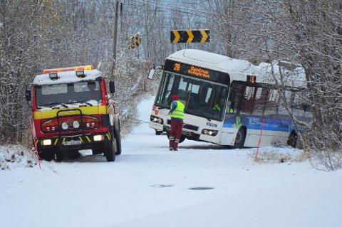 Illustrasjonsfoto fra buss i grøfta i Tromsø i oktober.