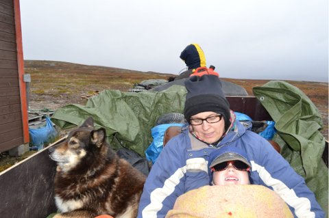 Ferdig pakket og klar for den lange turen opp til fjellet og flokken, godt inntullet i varme reinskinn.