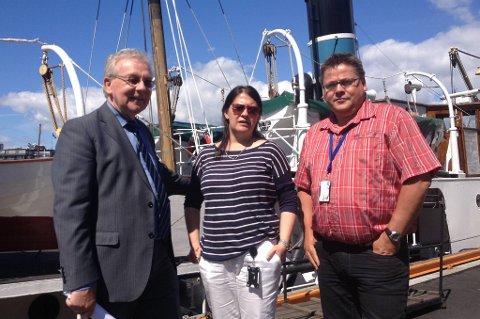 Jacqueline Smith i Norsk Sjømannsforbund, flankert av Steinar Gullvåg i Arbeiderpartiet (til venstre) og forbundets nestleder Johnny Hansen.