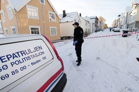 SPERRET AV: Politiet sperret av deler av Fogd Dreyers gate i Tromsø.