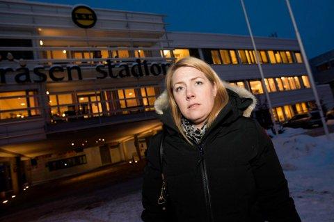 BRUKER SPAREKNIVEN: Daglig leder i LSK, Anita Westby, sier at klubben må kutte 6-8 millioner kroner. Både sportslig avdeling og administrasjonen må finne måter å spare penger på. FOTO: VIDAR SANDNES