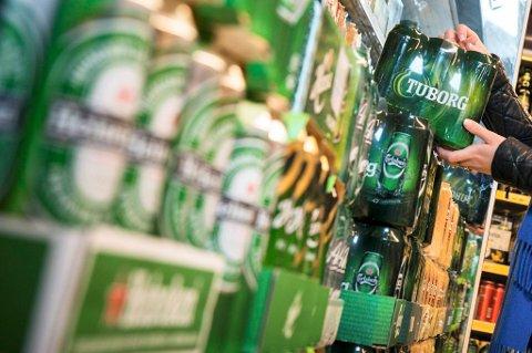 DYRERE: Avgiften på alkohol og tobakk indeksreguleres med 2,1 prosent, i den borgerlige regjeringens forslag til statsbudsjett.