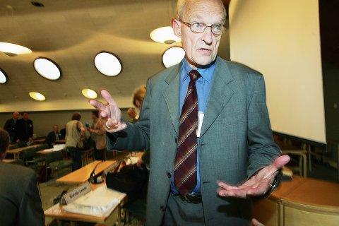 KNUSENDE Tidligere biskop, Ola Steinholt, la i går fram den tredje fullverdige Mehamn-rapporten for pårørende og presse. Nordlys møtte ham noen timer seinere på hotellet hans i Oslo.  NRK-dokumentaren burde aldri vært kringkastet i den formen den fikk, mener Steinholt.