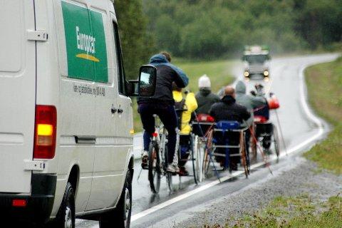 TRANGT: Tett trafikk kan være et problem for piggere, men de fleste bilister er flinke til å ta hensyn, mener landslaget i kjelkehockey.