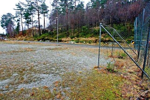 Her i skogen bak Åsane senter debuterte landets mest etterlyste serieforbryter. Høsten/vinteren 1976 ble fire gutter utsatt for et overgrep. En av dem er død, men politiet vil gjerne ha kontakt med de tre andre.