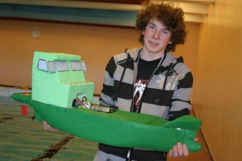 """""""JUS"""": Haakon Brennas båt """"JUS"""" var malt med husmaling og tålte ikke for mye vann."""
