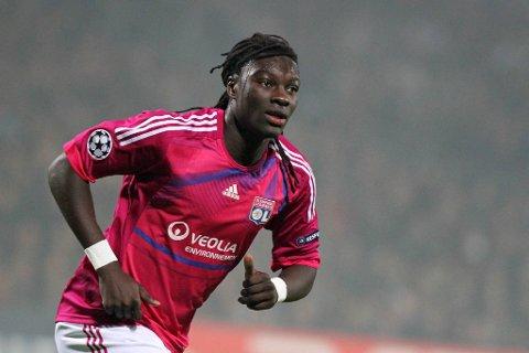 Bafetimbi Gomis scoret fire av målene til Lyon mot Dinamo Zagreb.