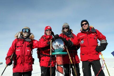 Jens Stoltenbergs besøk på Sydpolen ved markeringen av hundreårsjubileet for Amundsen. I timene før den offisielle seremonien, var han på skitur med tre kjente norske eventyrere og polfarere, i samme rute som Amundsen gikk. Fra venstre: Steein P. Aasheim, Jens Stoltenberg, Jan-Gunnar Winther og Børge Ousland.