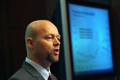 Oljefondet på 3.055 milliarder kroner medelte  leder Yngve Slyngstad.