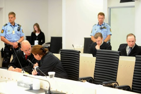 Anders Behring Breivik tok plass en benkeplass bak det som til nå har vært vanlig.