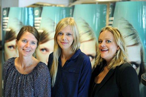 Regissør Jannicke Systad Jacobsen (t.v.) sammen med skuespillerne Helene Bergsholm og Henriette Steenstrup.