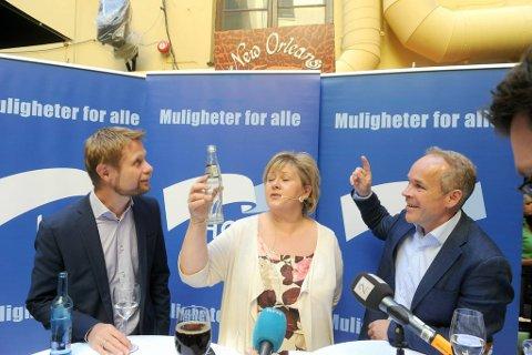 Nestleder Bent Høie, leder Erna Solberg og nestleder Jan Tore Sanner utbringer aldri en liten skål for Høyres framgang.