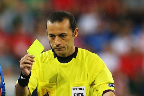 Portugal er ikke spesielt fornøyd med at Cuneyt Cakir fra Tyrkia dømmer kampen mot Spania i EM-semifinalen.