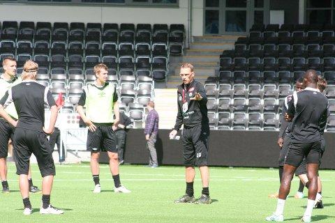 Jonas Olsson må klara seg utan Badji i dag.