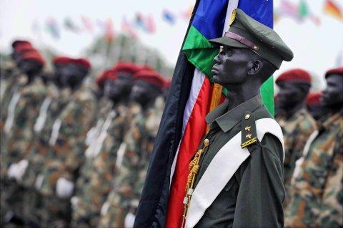 Sør-Sudan feirer mandag ettårsdag midt i et kaos av krigstrusler og skandaler.