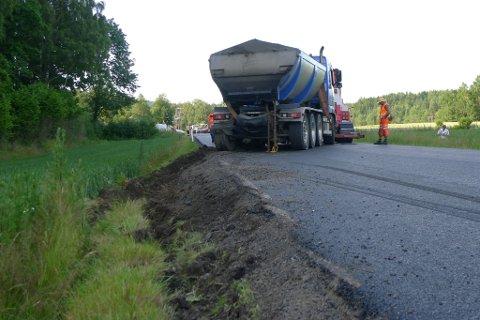 30 tonn setter sine spor i grøftekanten. (Foto: Eva Almhjell/Vestfold fylkeskommune)