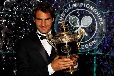 Roger Federer er tilbake i verdenstoppen. I helga sikret seg han seg Wimbledon-tittelen.