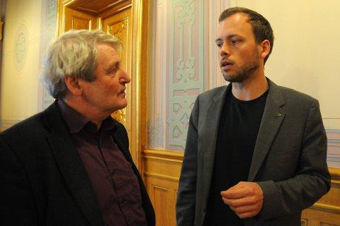 SVs næringspolitiske talsmann Alf Holmelid og partileder Audun Lysbakken vil stoppe lederlønnsfesten i statlige bedrifter.