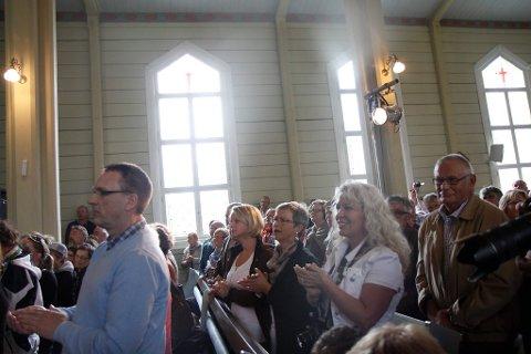 Publikum på kyrkjekonsert.