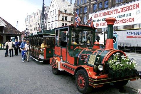 Det var føreren av turistfarkosten Bergensekspressen som varslet om rotvelten. (Arkivfoto)