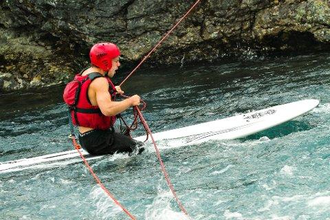 Sindre Hoff merka seg utfordringar under beltestaden i møte med kaldt elvevatn i Jotunheimen.