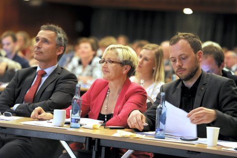 Partilederne Jens Stoltenberg (Ap), Liv Signe Navarsete (Sp) og Audun Lysbakken (SV) går et spennende valg i møte