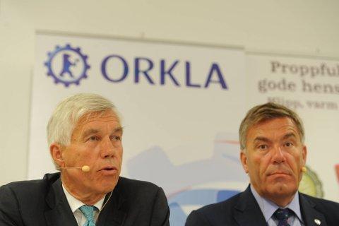 Styreleder i Orkla, Stein Erik Hagen, orienterte mandag morgen om selskapets kjøp av familien Riebers aksjer i Rieber & Søn ASA. Her sammen med Orklas konsernsjef Åge Korsvold.
