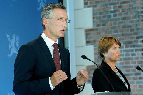 Statsminister Jens Stoltenberg lover en ryddig terroroppfølging. Her sammen med justisminister Grete Faremo.