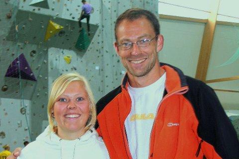PÅGANG: Når klatreklubben i Sogndal startar opp att aktiviteten til hausten må dei utvida tilbodet for å få plass til alle. Lisa Bjærum og Ken Eivind Thompson gler seg over stor pågang.