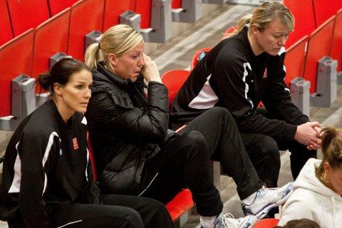 Konflikt  - Cecilie Leganger og Gro Hammerseng tok Karl Erik Bøhn og Heidi Løkes side i konflikten med klubben. Bøhn måtte gå, men sesongen endte med seier i Champions League.