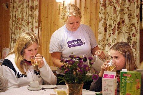 Sogneprest Christine Holmsen Lindbjør sørget for at barna fikk mat for både kropp og sjel.