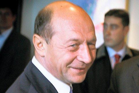 Traian Basescu anklages for å ha gått ut over sine fullmakter som president da han i 2010 innførte drastiske budsjettkutt i bytte mot krisehjelp fra EU og Det internasjonale pengefondet (IMF).